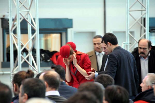 Ulaştırma Bakanı Mehmet Cahit Turhan konuşurken THY hostesi fenalaştı - Sayfa 3