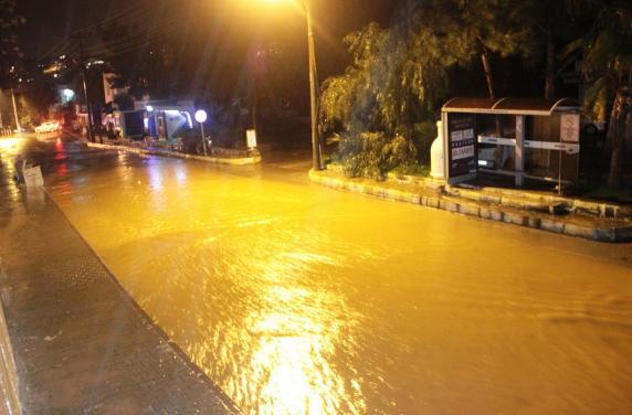 Bodrum'da dereler taştı, ağaçlar devrildi, araçlar yolda kaldı - Sayfa 1