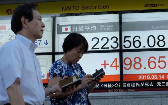 Çalışkan Japonlara yakışmayan hareket ekonomik verilerin yarısı yanlış
