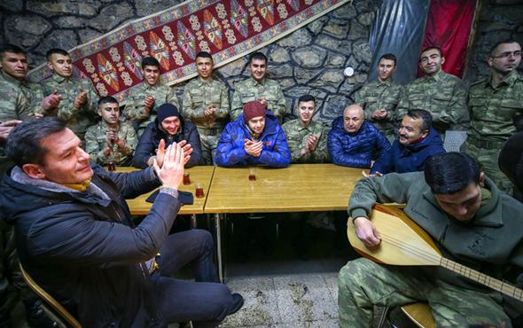 Siz dizisi oyuncuları Mehmetçik'i ziyaret etti sıcak görüntüler!
