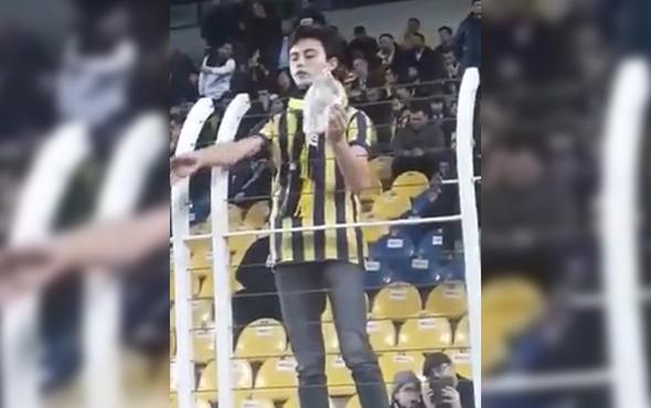 Fenerbahçeli taraftar sahaya okunmuş buğday attı!