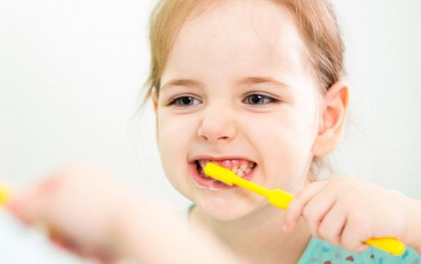 Çocuklarda dişler ne zaman fırçalanmaya başlanır?