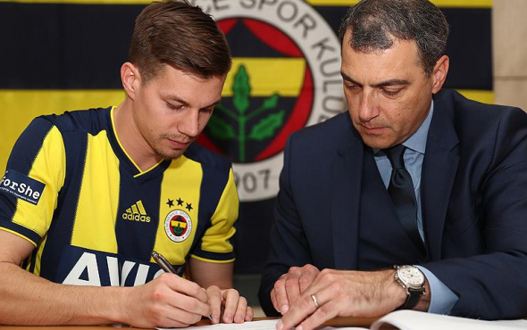Yeni orta saha açıklandı: Miha Zajc resmen Fenerbahçe'de!
