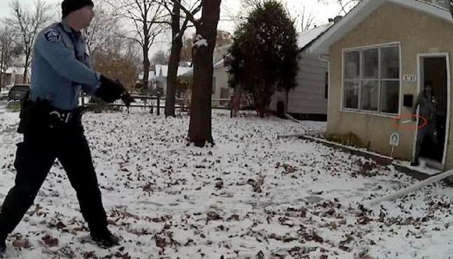 ABD polisi bıçaklı adamı 8 el kurşun sıkarak öldürdü