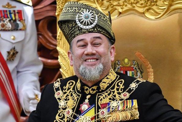 İki aydır izinde olan kral tahtı bıraktı