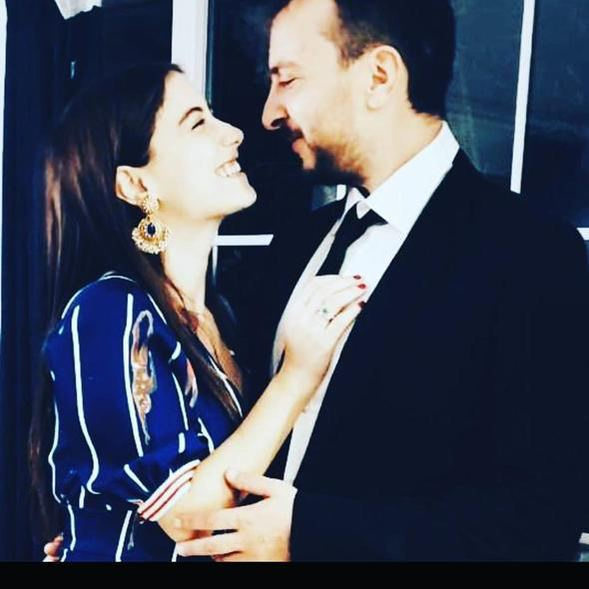 Hazal Kaya ve Ali Atay'ın düğün davetiyesindeki detay tepki çekti