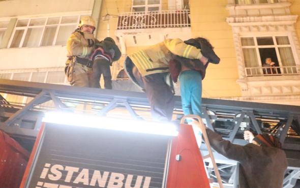 Beyoğlu'nda yangın çıkan binada can pazarı