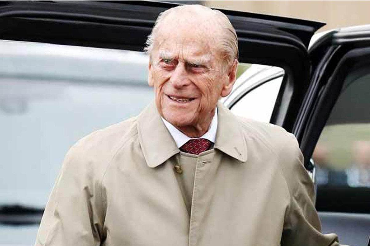 Prenslik de bir yere kadar Prens Philip polise gitti ehliyetini teslim etti
