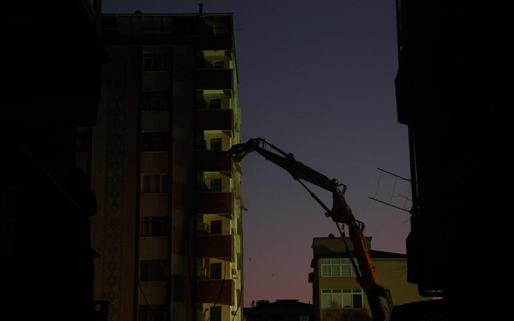 Kartal'da riskli binanın yıkımına başlandı! - Sayfa 1