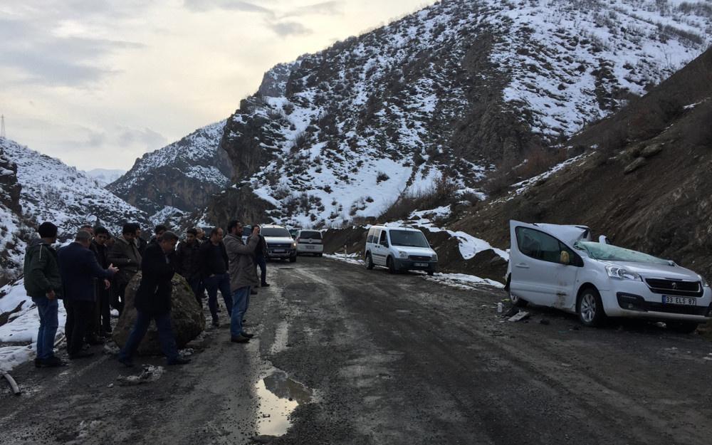 Şırnak'ta dağdan kopan kaya aracı biçti! - Sayfa 4