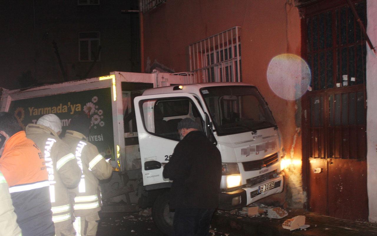 Fatih'te korkunç kaza! Temizlik işçisi çöp arabasının altında kaldı