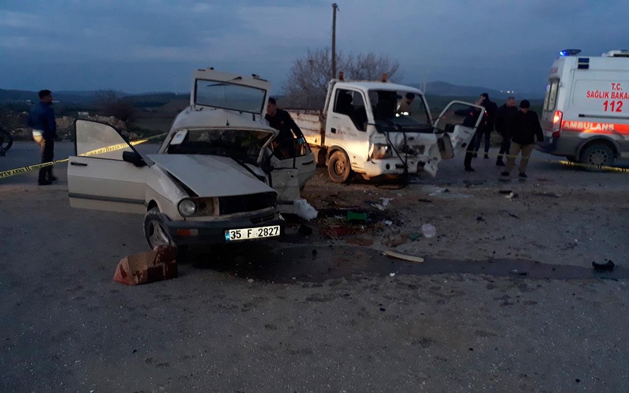 İzmir'de iki araç kafa kafaya çarpıştı: Ölü ve yaralılar var!