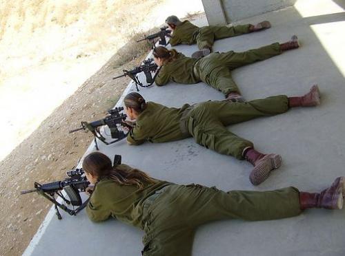 Hangi ülkenin kadın asker ordusu var