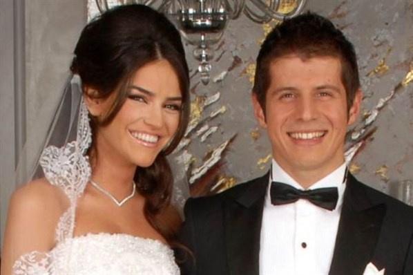 Ünlü isimlerin bilinmeyen düğün fotoğrafları -13-Emre Belözoğlu ile Tuğba Gürevin