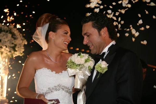 Ünlü isimlerin bilinmeyen düğün fotoğrafları -14-Ceyda Düvenci ile Engin Akgün