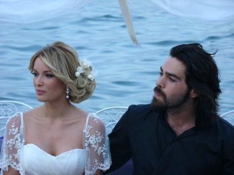 Ünlü isimlerin bilinmeyen düğün fotoğrafları -6-Gamze Özçelik ile Uğur Pektaş