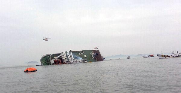 476 kişi taşıyan yolcu gemisi battı