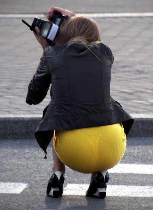 девушки в прозрачных платьях лифчиках трусиках летом на улицах фото