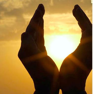 Kadir Gecesi'nin hiç duymadığınız faziletleri -15-Yüce Allah'ın biz kullarına olan sonsuz inayet ve rahmeti sayesindedir ki Cenabı Hak zamanların ve mekânların bir kısmını diğerlerinden üstün ve faziletli kılmıştır. O zaman ve mekânlarda yapılan ibadet ve iyiliklere bahşedeceği mükâfat ve sevapların çok daha fazla olacağını bize bildirmiştir.