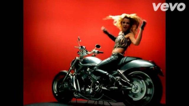 Hadise'nin son klibindeki sahneler çalıntı mı? -1-Hadise'nin yeni klibi 'Nerdesin Aşkım'ın' sahneleri çekildi.Habertürk'ün haberine göre,bazı sahnelerinin Britney Spears'in I Love Rock'n Roll, Beyonce'nin Baby Boy ve Beyonce'nin Single Ladies kliplerindeki sahnelere birebir benzemesi yeni bir tartışmayı beraberinde getirdi.   Britney Spears - I Love Rock'n Roll