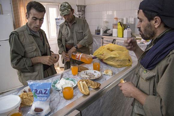 IŞİD'i Mahmur'dan çıkartan PKK'lılar ilk kez görüntülendi...
