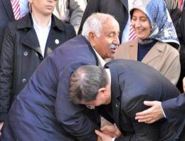 Tunceli'de ilginç el öpme diyaloğu