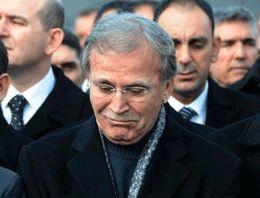 Mehmet Ali Şahin eşini gözyaşlarıyla uğurladı