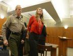 Tecavüzcü öğretmeni zincire vurdular