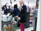 Marketlerde dolaşan komik ve sıradışı insanlar
