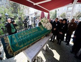 Usta yazar Yaşar Kemal son yolculuğuna uğurlanıyor