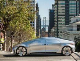 Mercedes şoförsüz otomobilini tanıttı