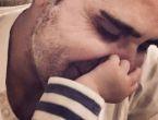 Emrah bebeğinin yüzünü gösterdi