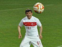 Davutoğlu Avni Aker'de sahaya çıktı