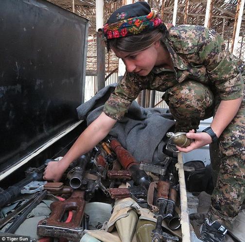 Kanadalı model YPG'ye katıldı