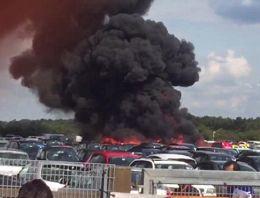 Araba pazarına uçak düştü