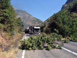 PKK Tunceli-Erzincan yolunu kesti! Araç yaktı