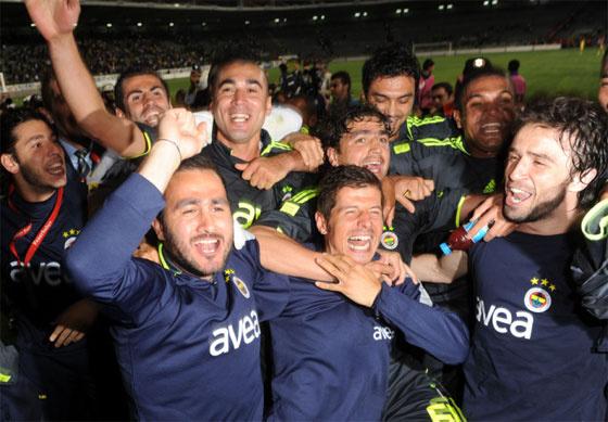 Fenerbahçeli futbolcuların sevinç gösterisi