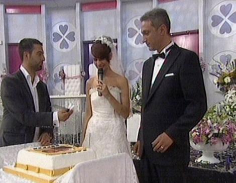 Esra Erol'a canlı yayında düğün