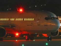 Na gelen 400 kişinin bineceği uçağa yıldırım düştü