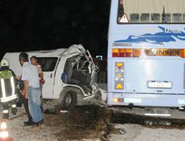 Foça'da trafik kazası:2 ölü 1 yaralı