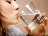 Suyu neden oturarak içmek lazım?