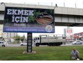 Adana'da 'Ekmek' afişi kavga çıkardı