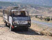PKK Bitlis'te yol kesip araç yaktı!