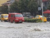 Şiddetli yağış Çorum'da hayatı felç etti