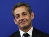 Sarkozy geri dönüyor ilk turu kazandı