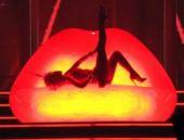 Kylie Minogue, erotik sahne şovuyla şok etti!