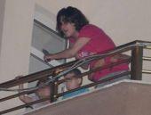 Alkollü anne elindeki bıçakla balkona çıktı ve...