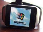 Akıllı saate Windows 95 yükledi