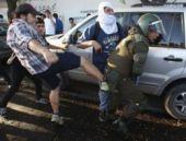 Eylemciden gelen tekme askeri bitirdi
