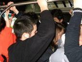 Genç kız otobüsteki tacizi affetmedi!